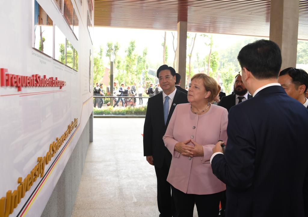 默克尔访问华中科技大学1.jpg