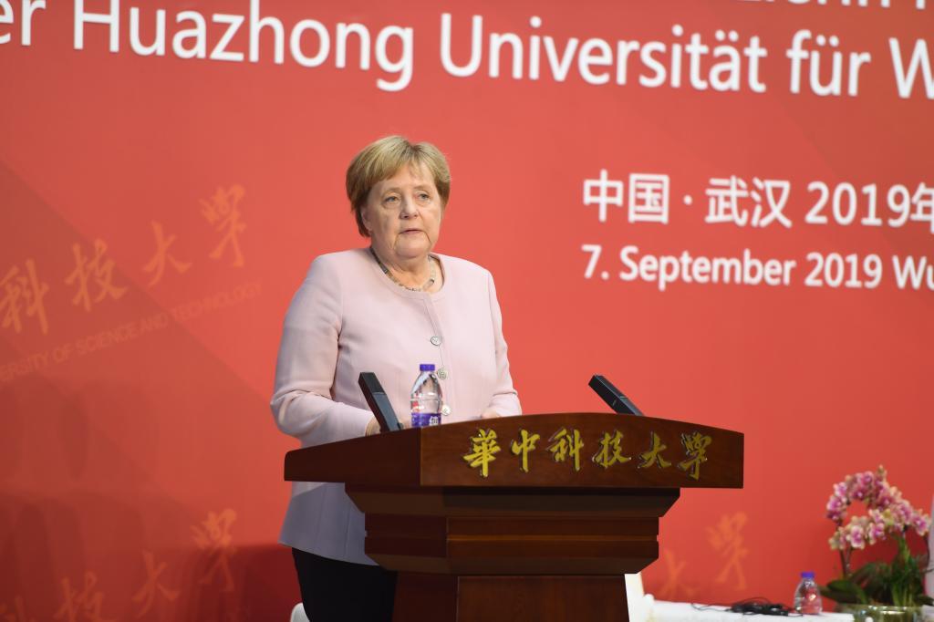 默克尔访问华中科技大学2.jpg